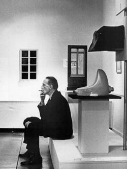 Marcel Duchamp: Fountain by R. Mutt